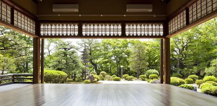 能舞台日本庭園.jpg