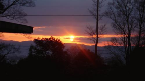 毎日異なる空の色と夕陽 (2).JPG