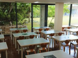 食堂 横並びレイアウト 20台40名 3.jpg